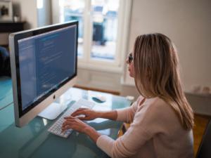 Un SEO freelance te asesora a la hora de construir tu marca